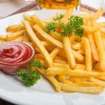 assiette-frites-avec-ketchup